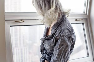 Spoke-Weal-Aveda-Gray-Ombre-Hair-Color-Style-Tomes-3 (1)
